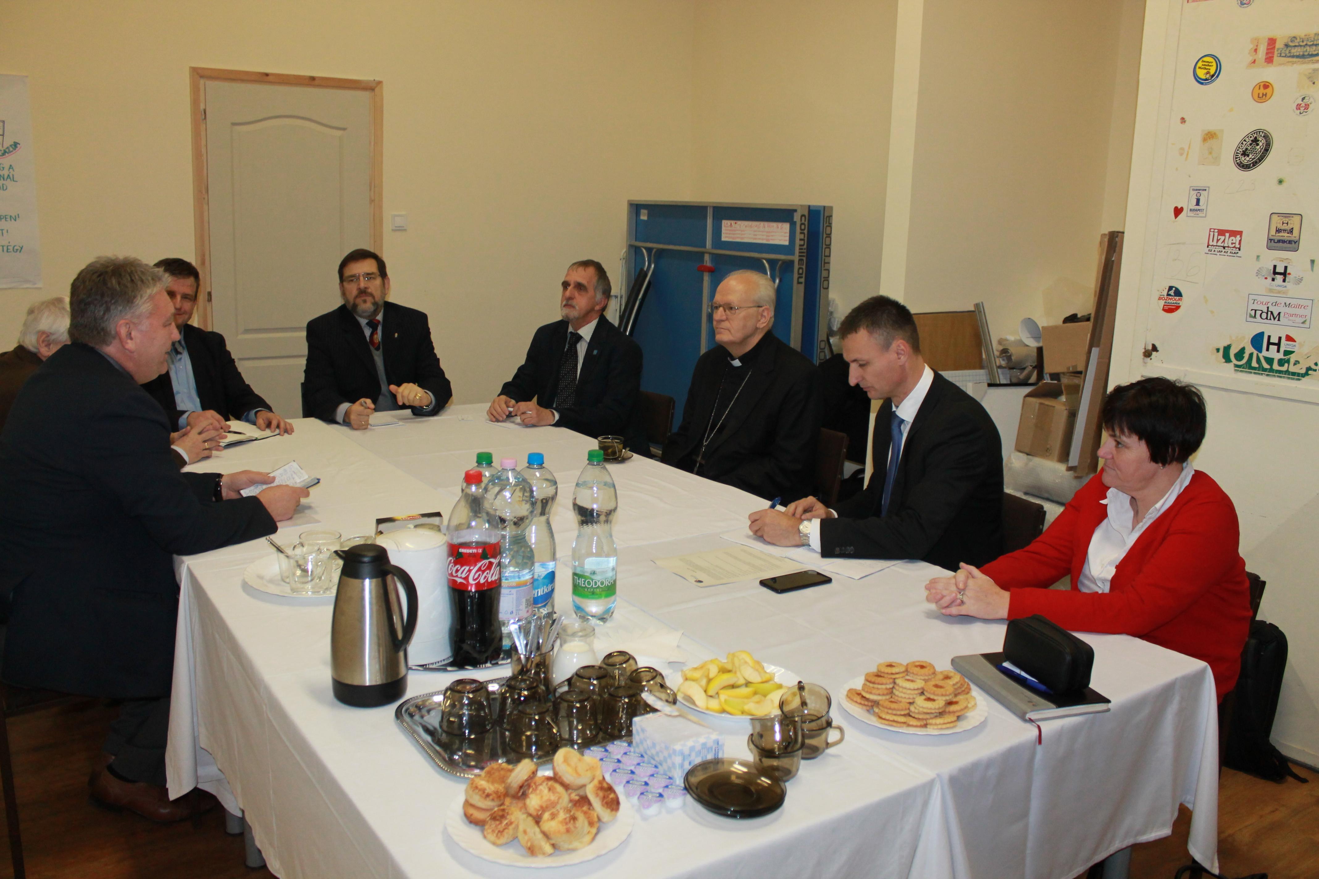 A Hetvenkét Tanítvány Mozgalom vezetőségi ülésén vett részt Erdő Péter bíboros atya